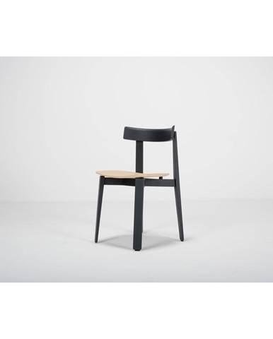 Čierna jedálenská stolička z dubového dreva Gazzda Nora