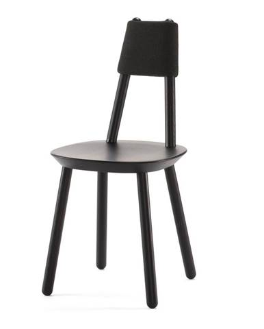Čierna stolička z masívu EMKO Naïve