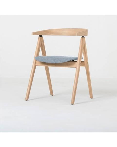 Gazzda Jedálenská stolička z masívneho dubového dreva s modrosivým sedadlom Gazzda Ava