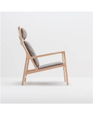 Kreslo s konštrukciou z masívneho dubového dreva a sivým koženým sedadlom Gazzda Dedo